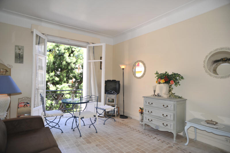 Cannes Rentals, rental apartments and houses in Cannes, France, copyrights John and John Real Estate, picture Ref 035-03