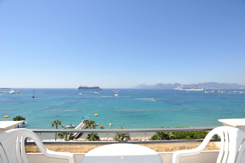Cannes Rentals, rental apartments and houses in Cannes, France, copyrights John and John Real Estate, picture Ref 062-01