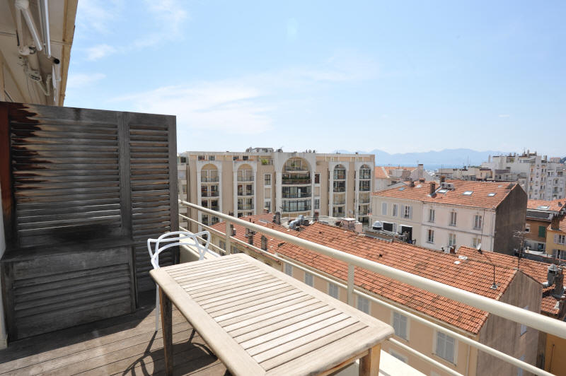 Cannes Rentals, rental apartments and houses in Cannes, France, copyrights John and John Real Estate, picture Ref 133-05