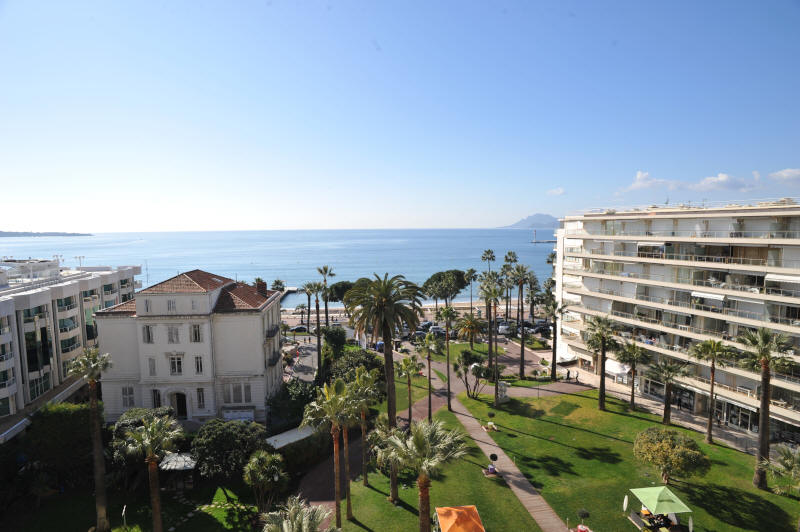 Cannes Rentals, rental apartments and houses in Cannes, France, copyrights John and John Real Estate, picture Ref 195-03