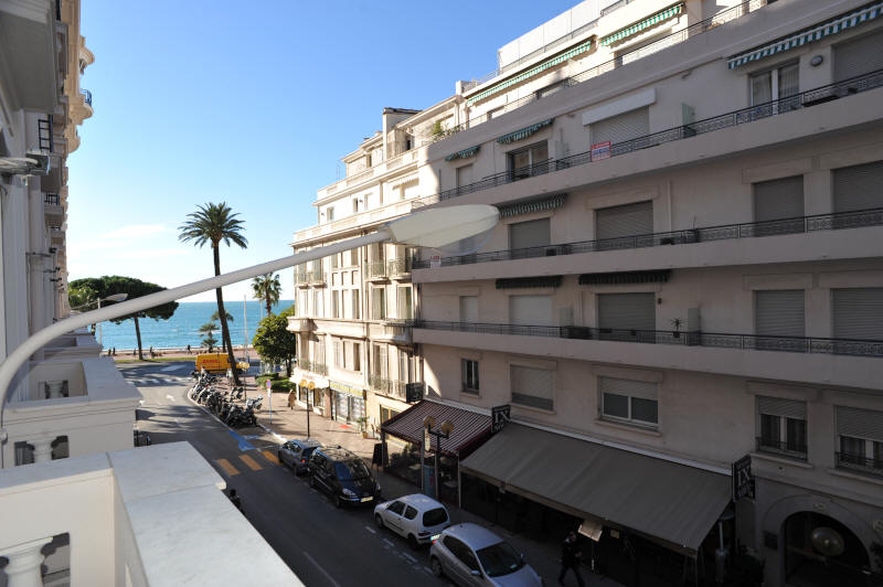 Cannes Rentals, rental apartments and houses in Cannes, France, copyrights John and John Real Estate, picture Ref 351-07
